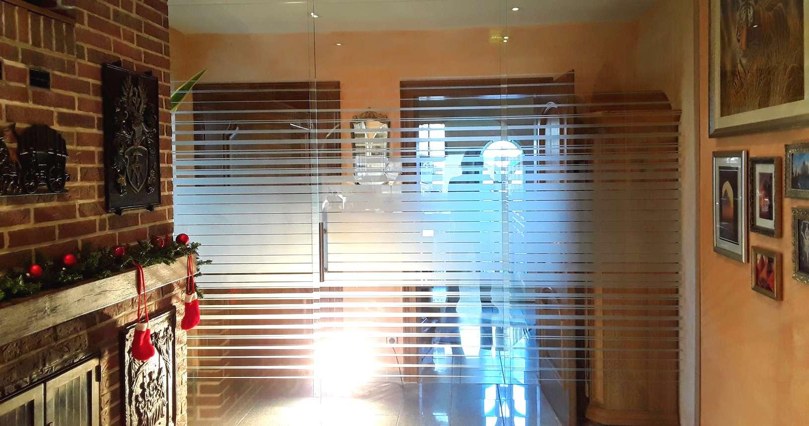 Glasschiebetür mit Sandstrahlung - Glaserei Malte Pasche